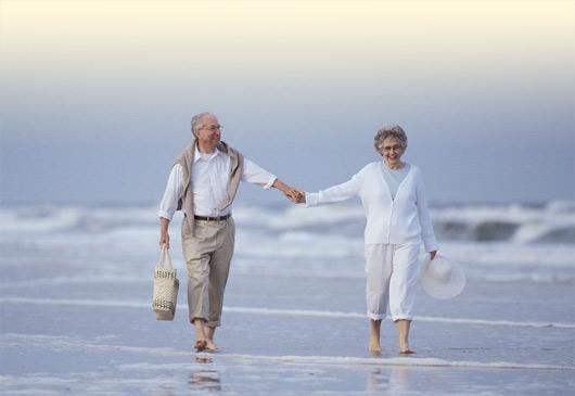 Παππού-Γιαγιά περπατούν στη Θάλασσα