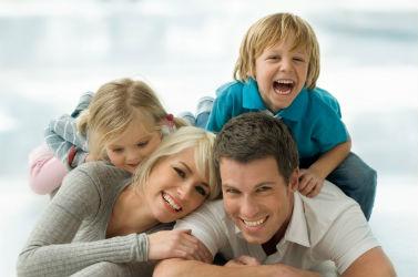 http://www.google.gr/imgres?imgurl=http://www.exasfalizo.com/wp-content/uploads/2013/08/happy-family.jpg&imgrefurl=http://www.exasfalizo.com/%25CE%25BF%25CE%25B9%25CE%25BA%25CE%25BF%25CE%25B3%25CE%25AD%25CE%25BD%25CE%25B5%25CE%25B9%25CE%25B1&h=250&w=377&tbnid=9BJ4uJE4G5UHBM:&zoom=1&docid=bl3vYwOe7pBtMM&ei=zaLMVIKgHIvZapvIgXg&tbm=isch&ved=0CDYQMygCMAI